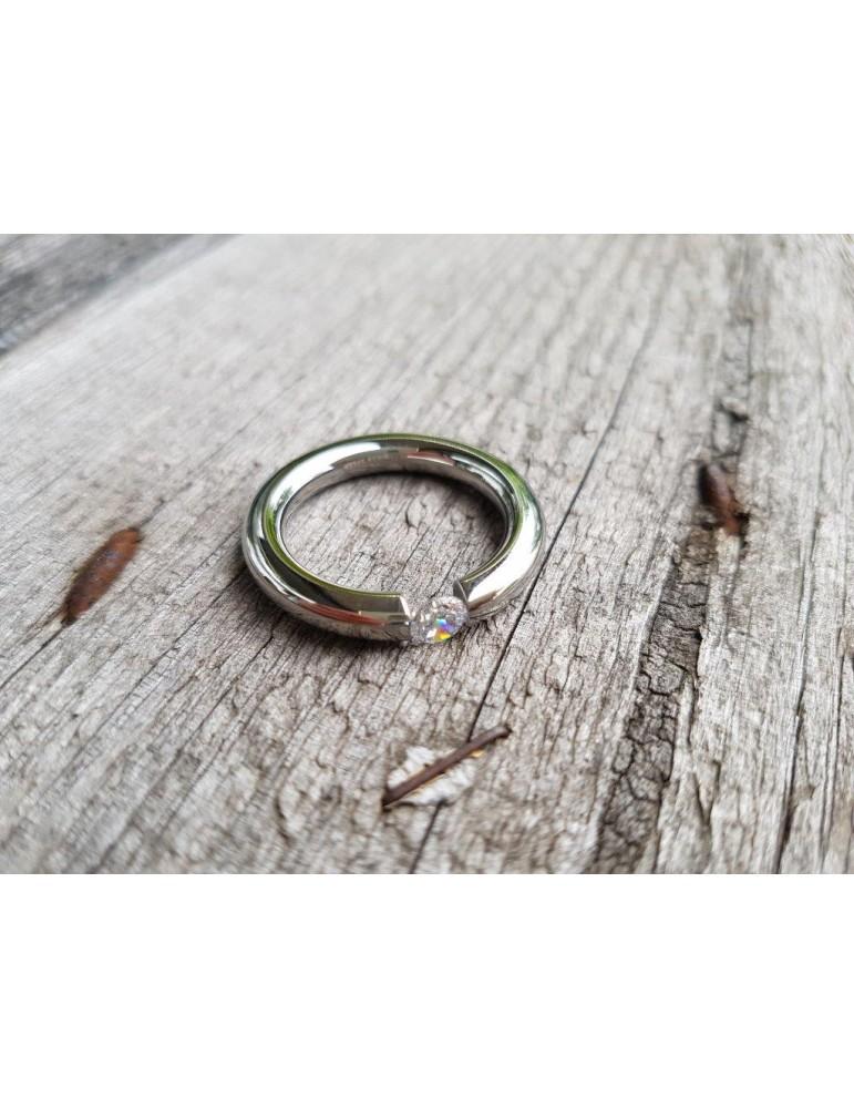 Giuno Edelstahl Ring Damenring silber silver glänzend Stein schmal