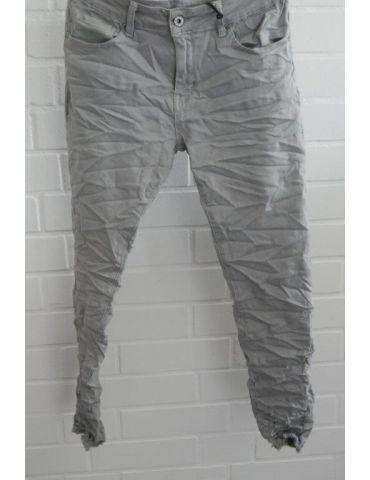 Xuna Jeans Hose Damenhose grau grey Beinabschluß gefranst und löchrig