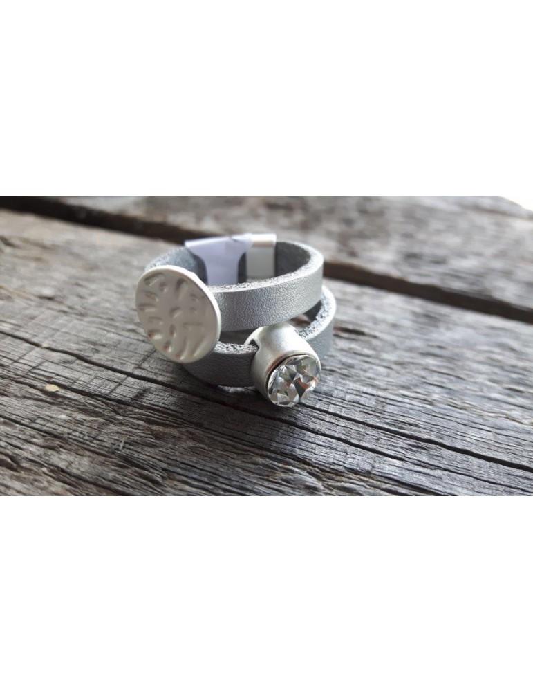 Ring Damenring Echtes Leder Metall hellgrau silber Strass Stein Gr. 18 RX5174